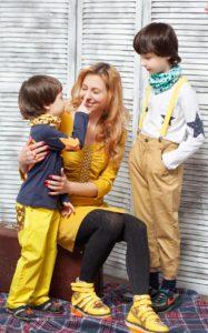 femme séparée confinée avec ses enfants
